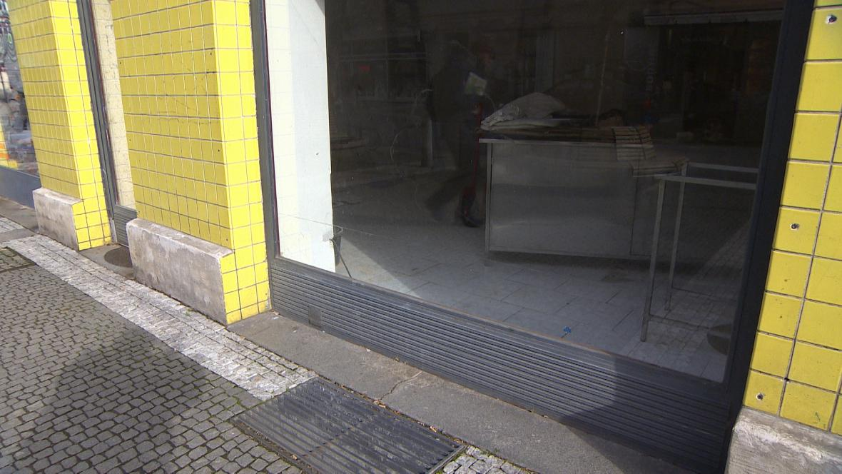 Jeden z prázdných obchodů v centru Hradce Králové