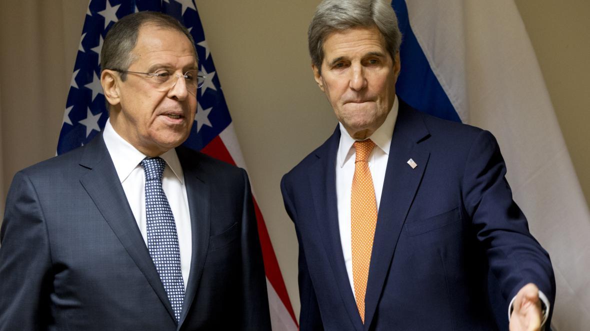 Ministři zahraničí Ruska a USA Sergej Lavrov a John Kerry