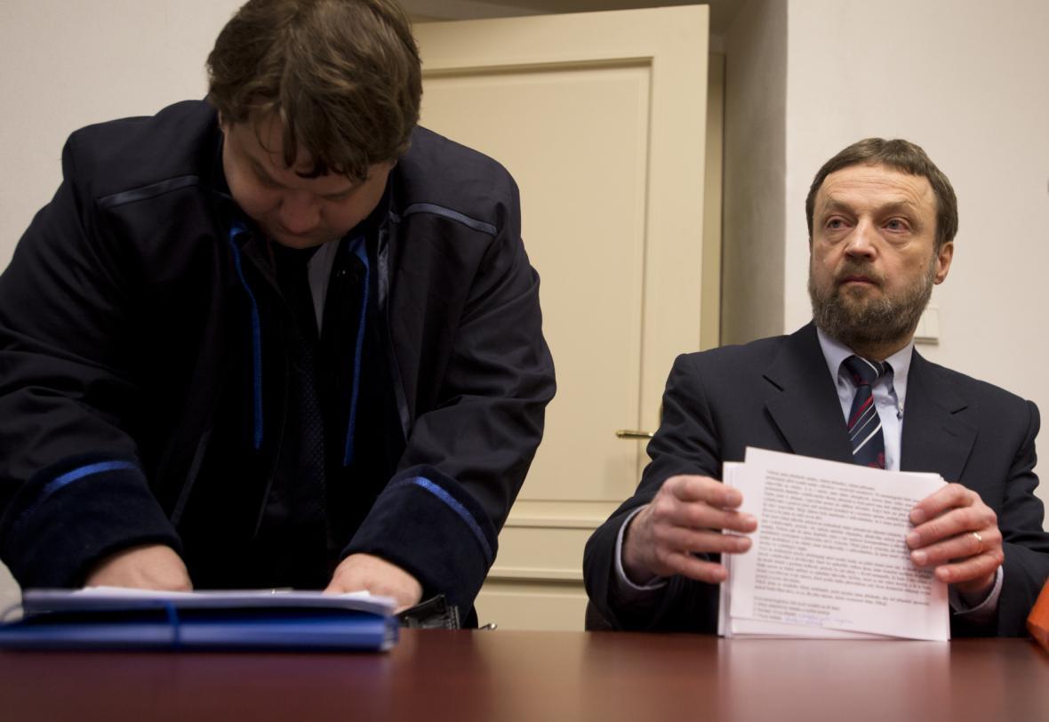 Bývalý předseda pražské muslimské obce Vladimír Sáňka (vpravo)
