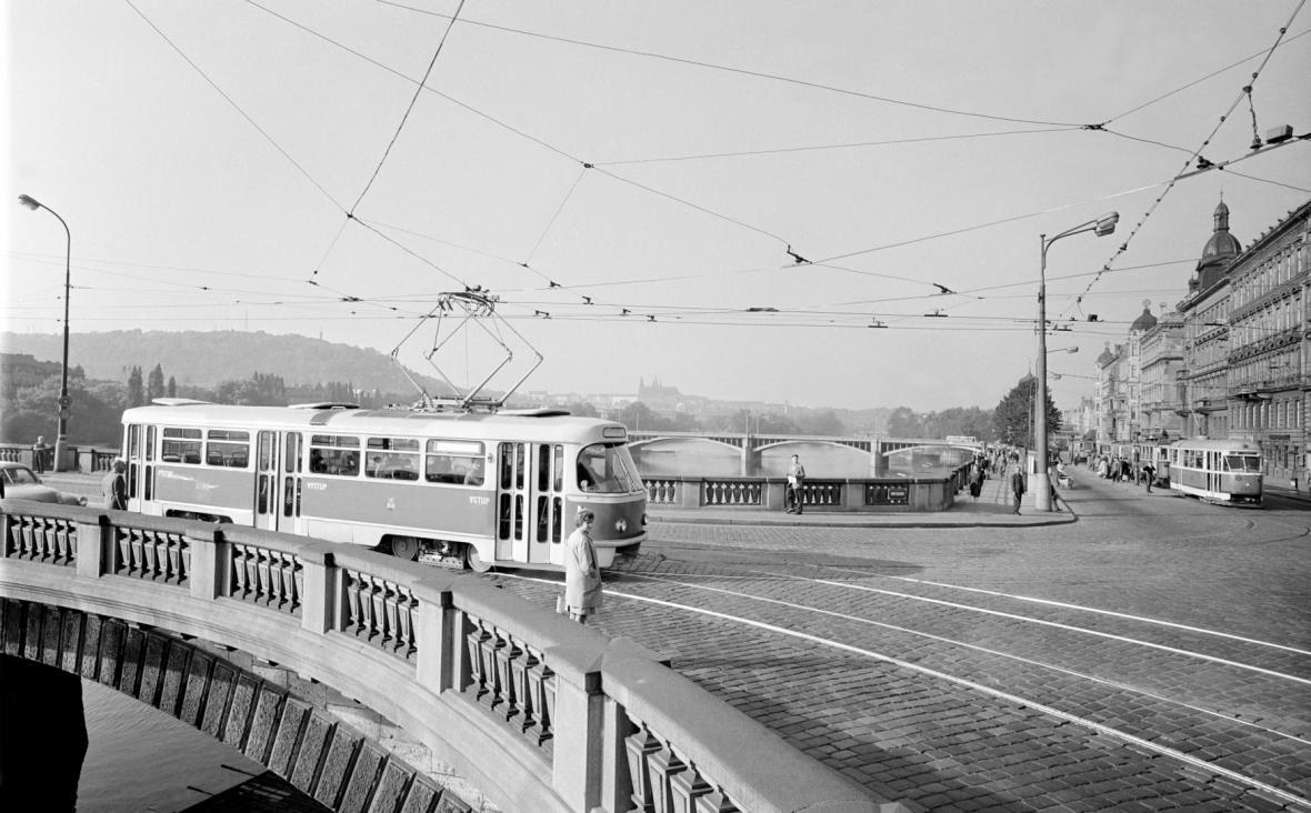Tramvaj T3 v pražských ulicích