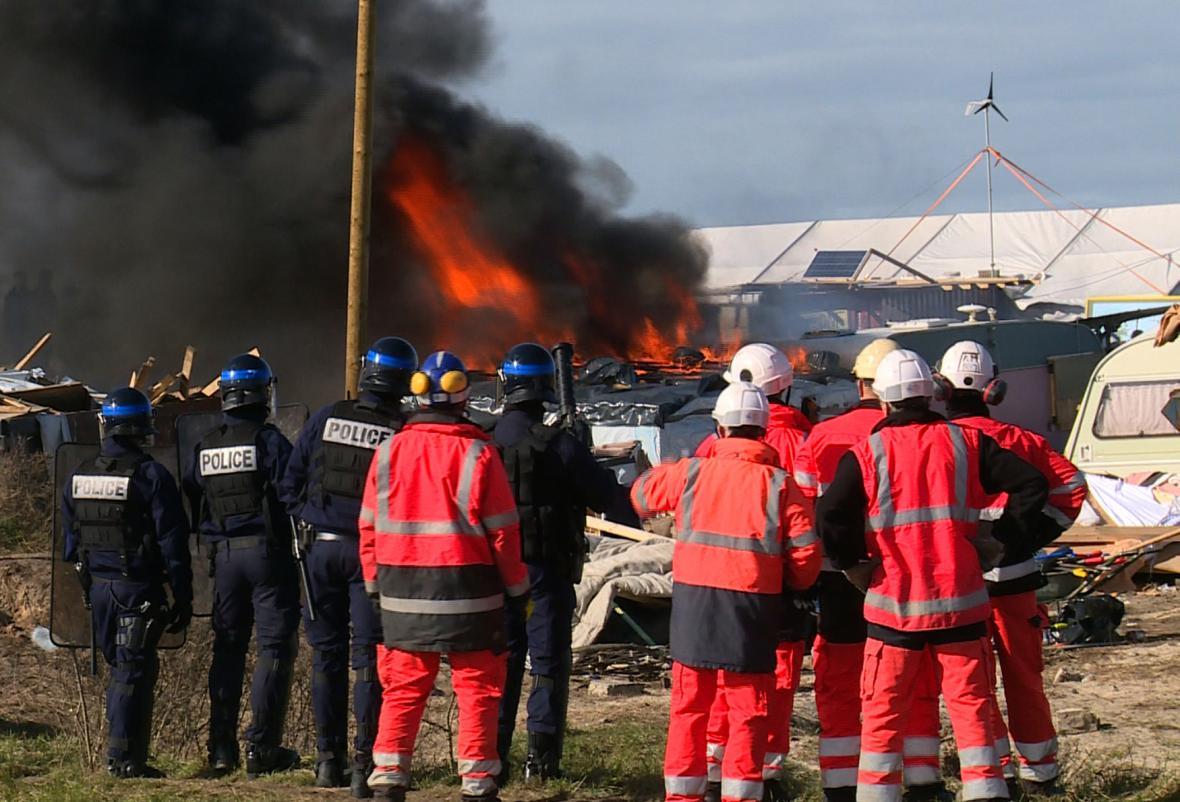 Střety při vyklízení kolonie v Calais