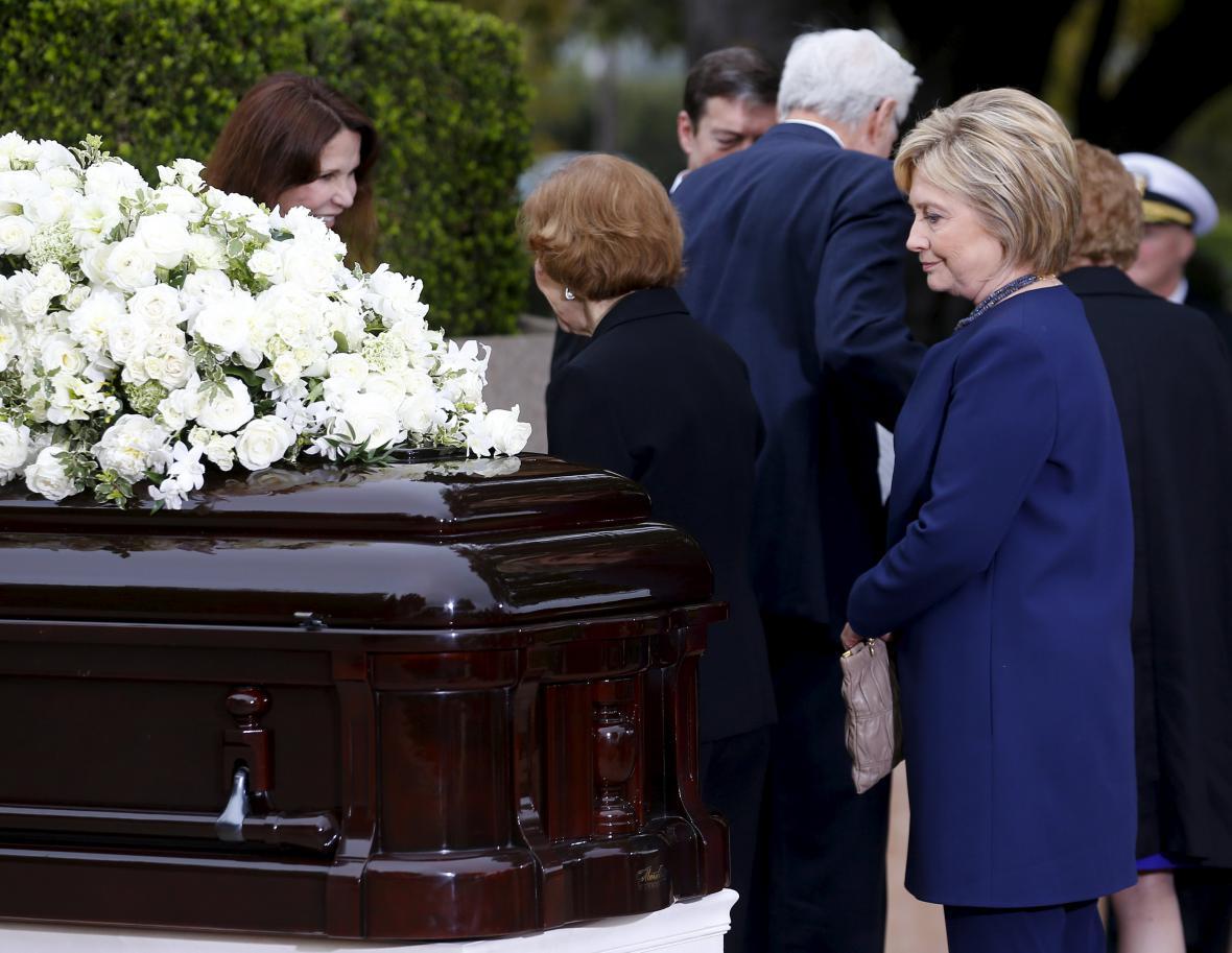 S Nancy Reaganovou se rozloučila i Hillary Clintonová