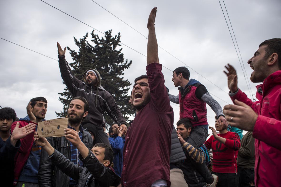 Běženci na řecko-makedonských hranicích
