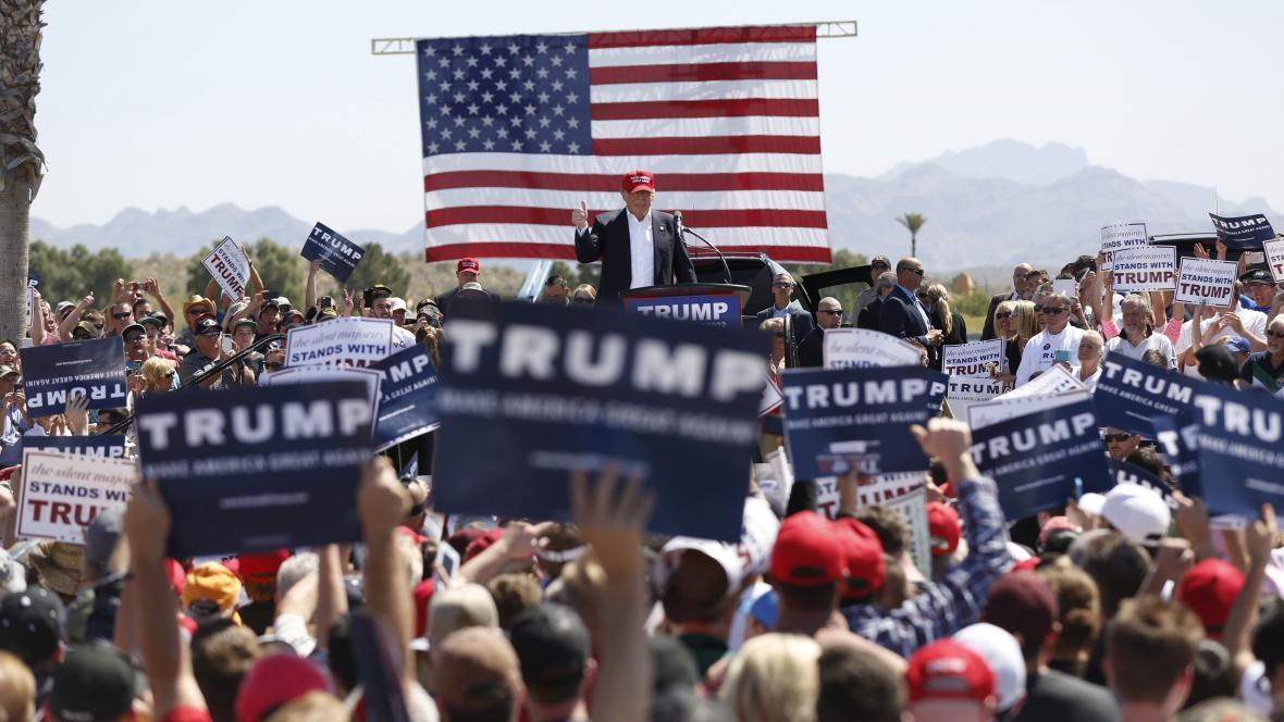 Donald Trump při kampani v Arizoně