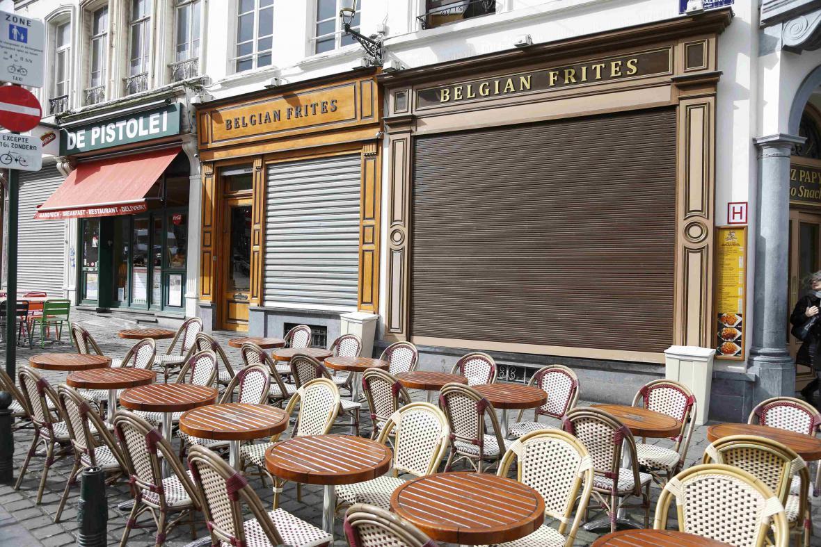 Kavárny v centru Bruselu zůstávají zavřené
