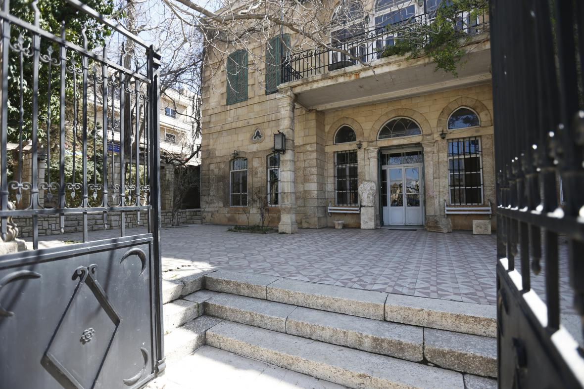 Zašlá sláva libanonského hotelu na pozadí války