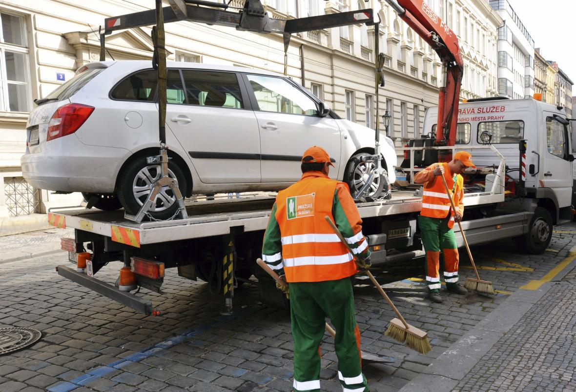 Odtahování špatně zaparkovaného auta