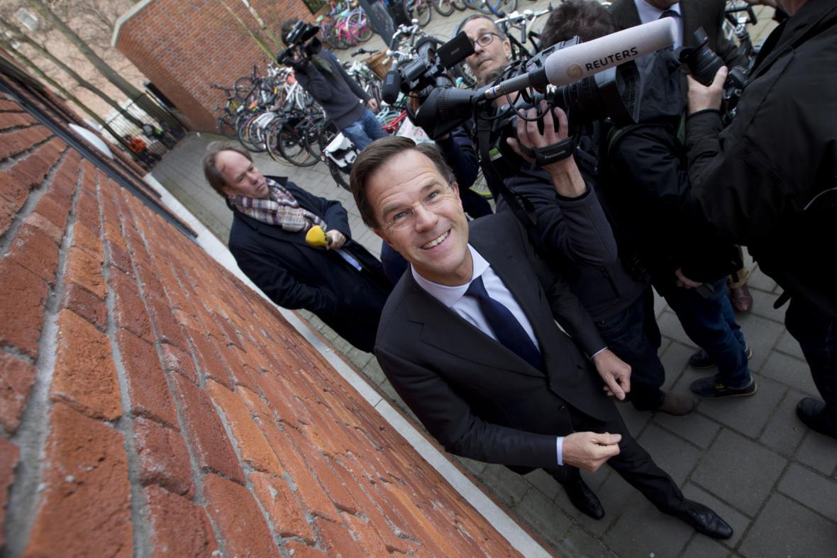 Nizozemský premiér Mark Rutte po odevzdání hlasu