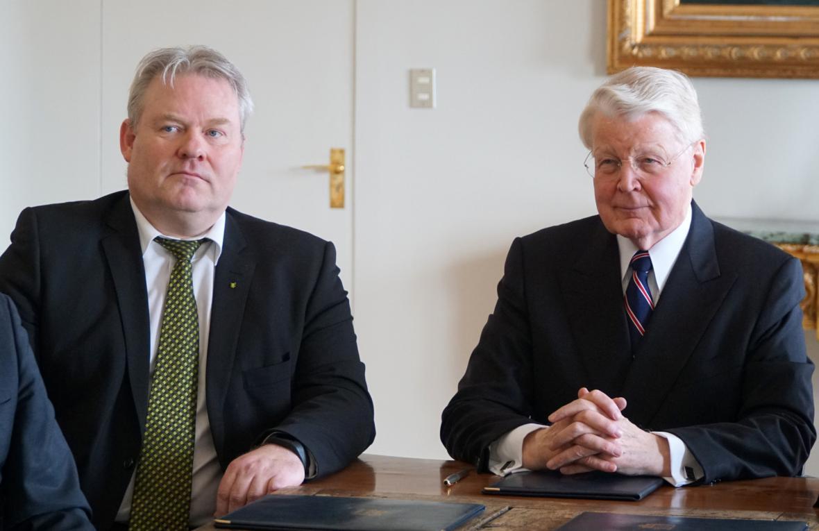 Sigurdur Jóhansson (vlevo) spolu s islandským prezidentem
