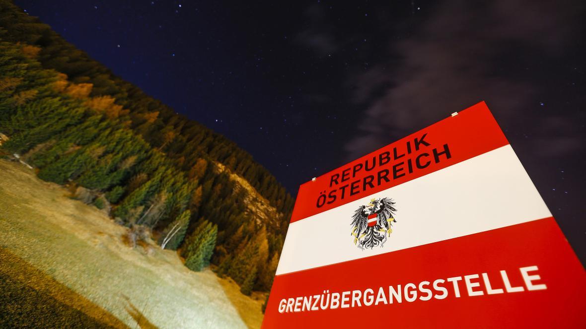 Upozornění na rakouský hraniční přechod v italské obci Brenner