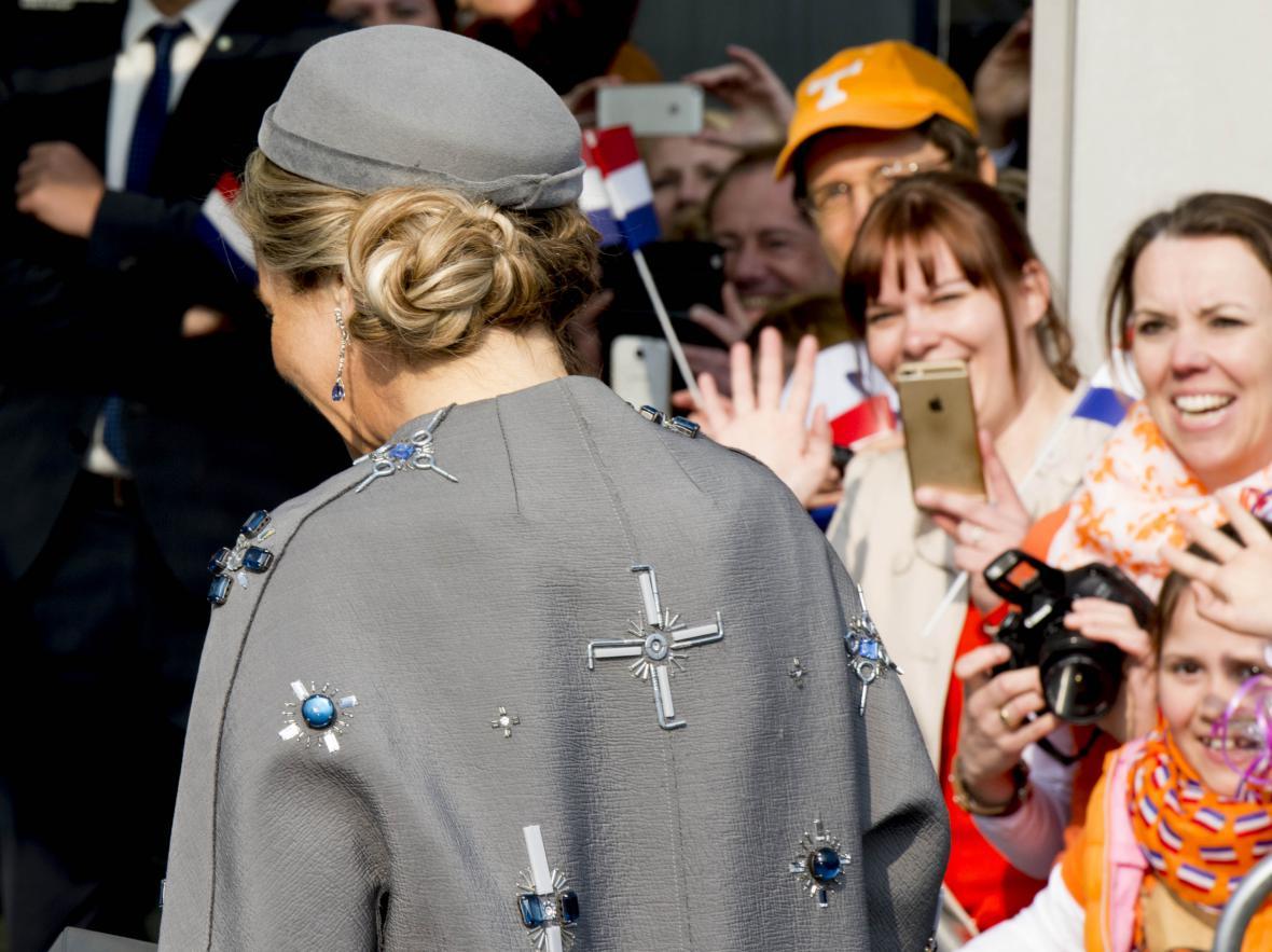 Královna Máxima v kontroverzním kabátu