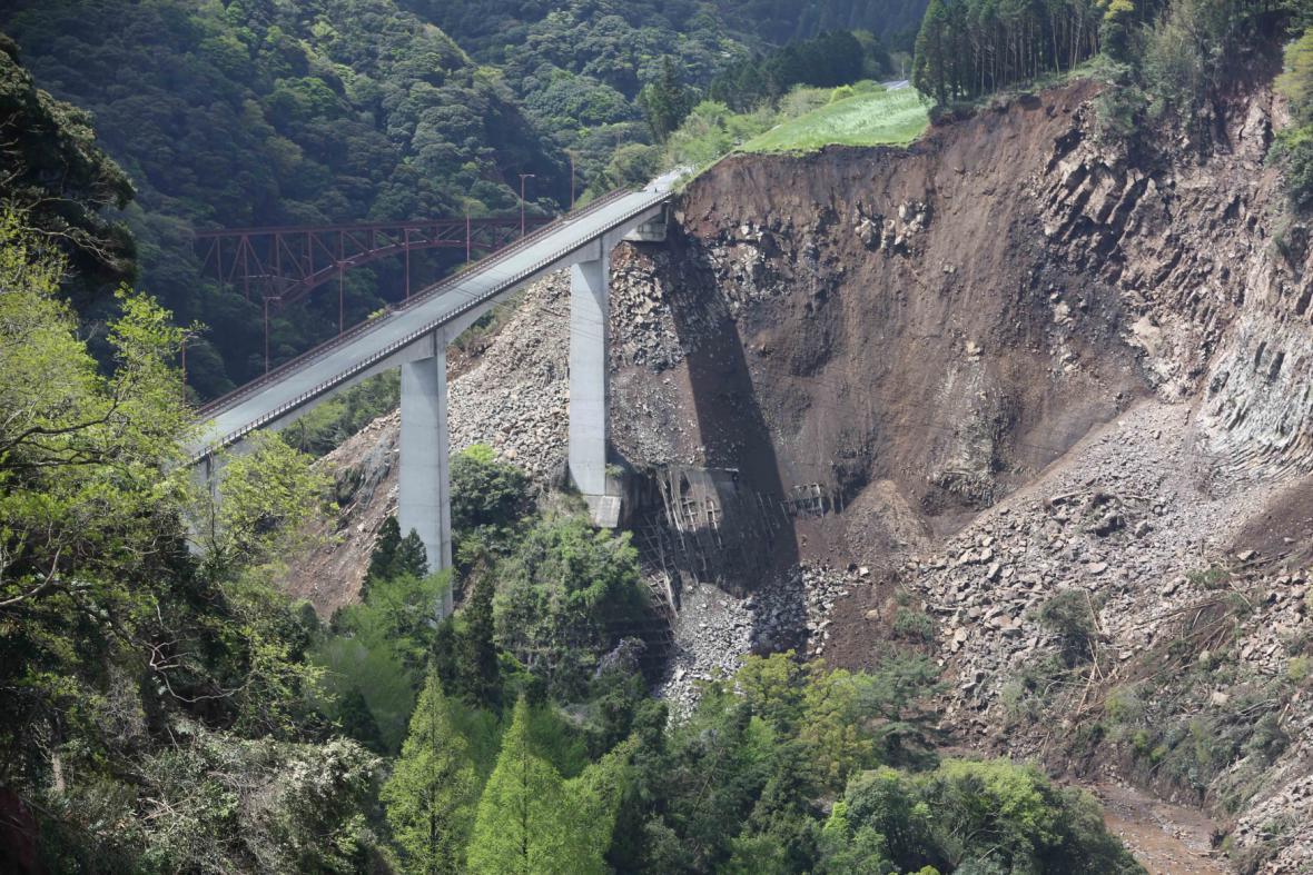 Zemětřesení v oblasti Tichého oceánu 17. dubna