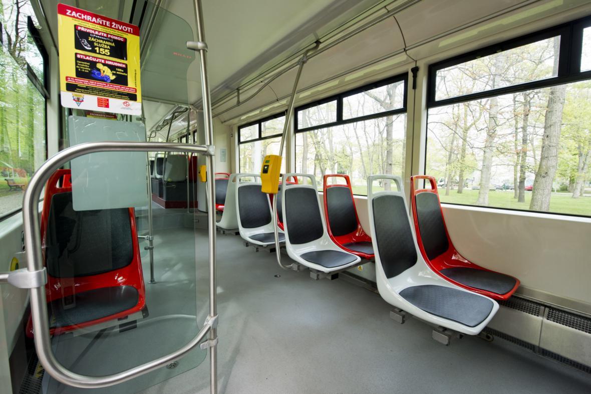 Tramvaj 14T s nově uspořádanými sedadly