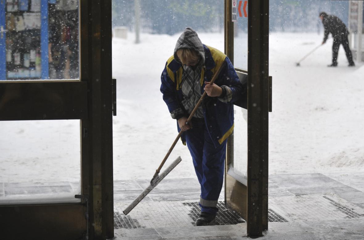 To že se chodník v zimě neudržuje muž nemohl předvídat