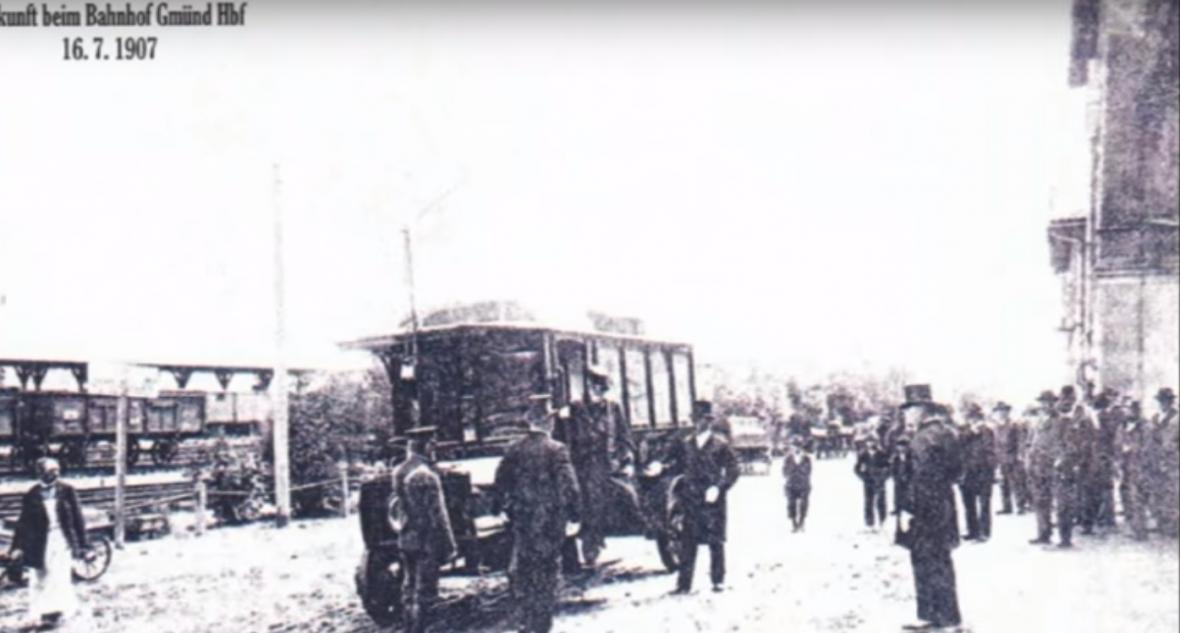 Historické fotografie a plán trolejbusu