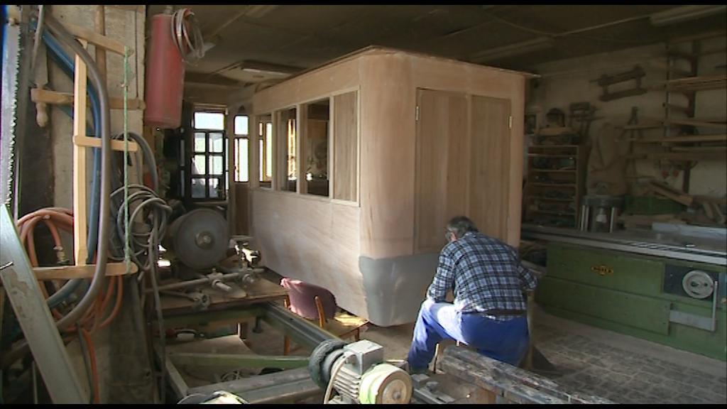 Kolář na Valašsku dokončuje výrobu repliky trolejbusu z roku 1907