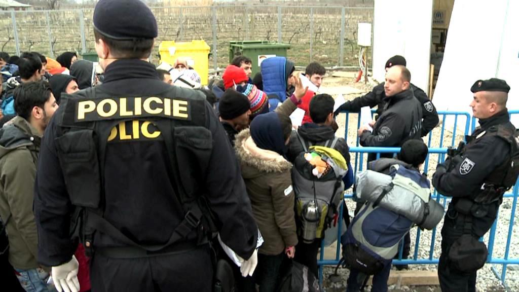 Policie a uprchlíci