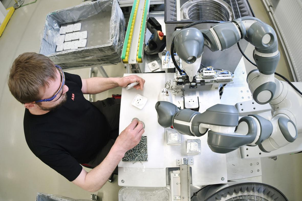 Průmyslový robot YuMi