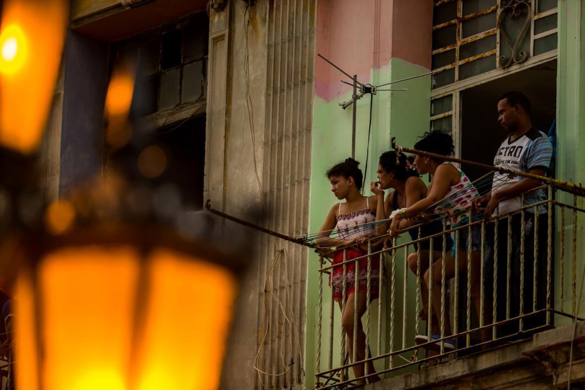 Běžní Kubánci sledovali módní show jen z povzdálí