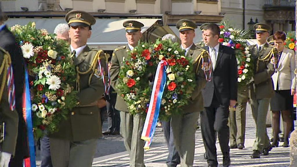 Pieta za oběti padlé v Pražském povstání u Staroměstské radnice