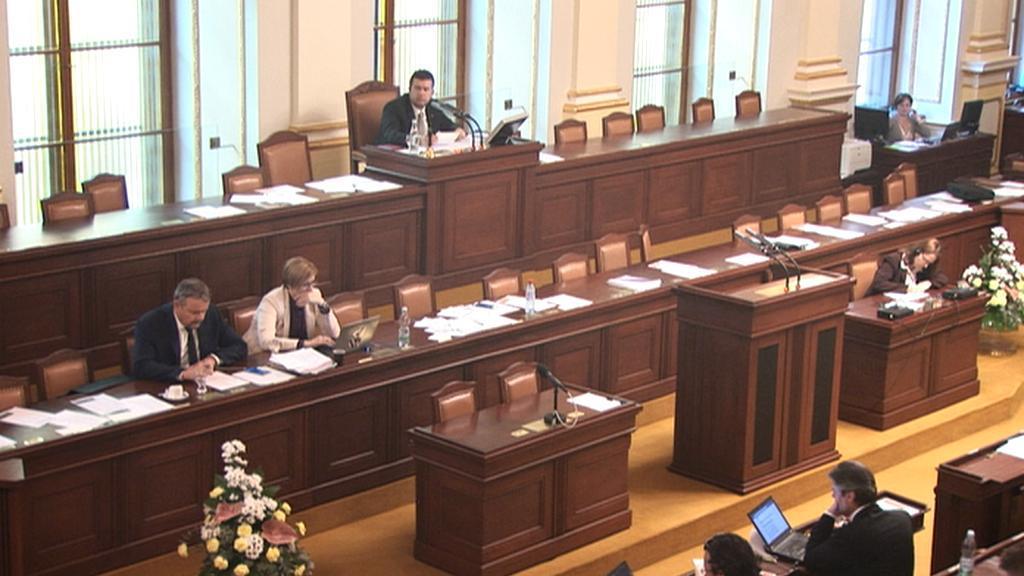 Sněmovna během interpelací na ministry