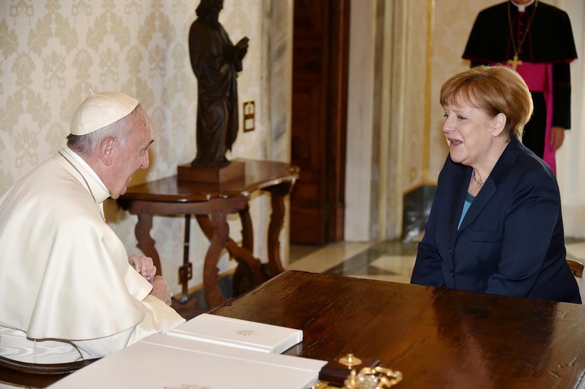 František přijal Angelu Merkelovou k soukromé audienci
