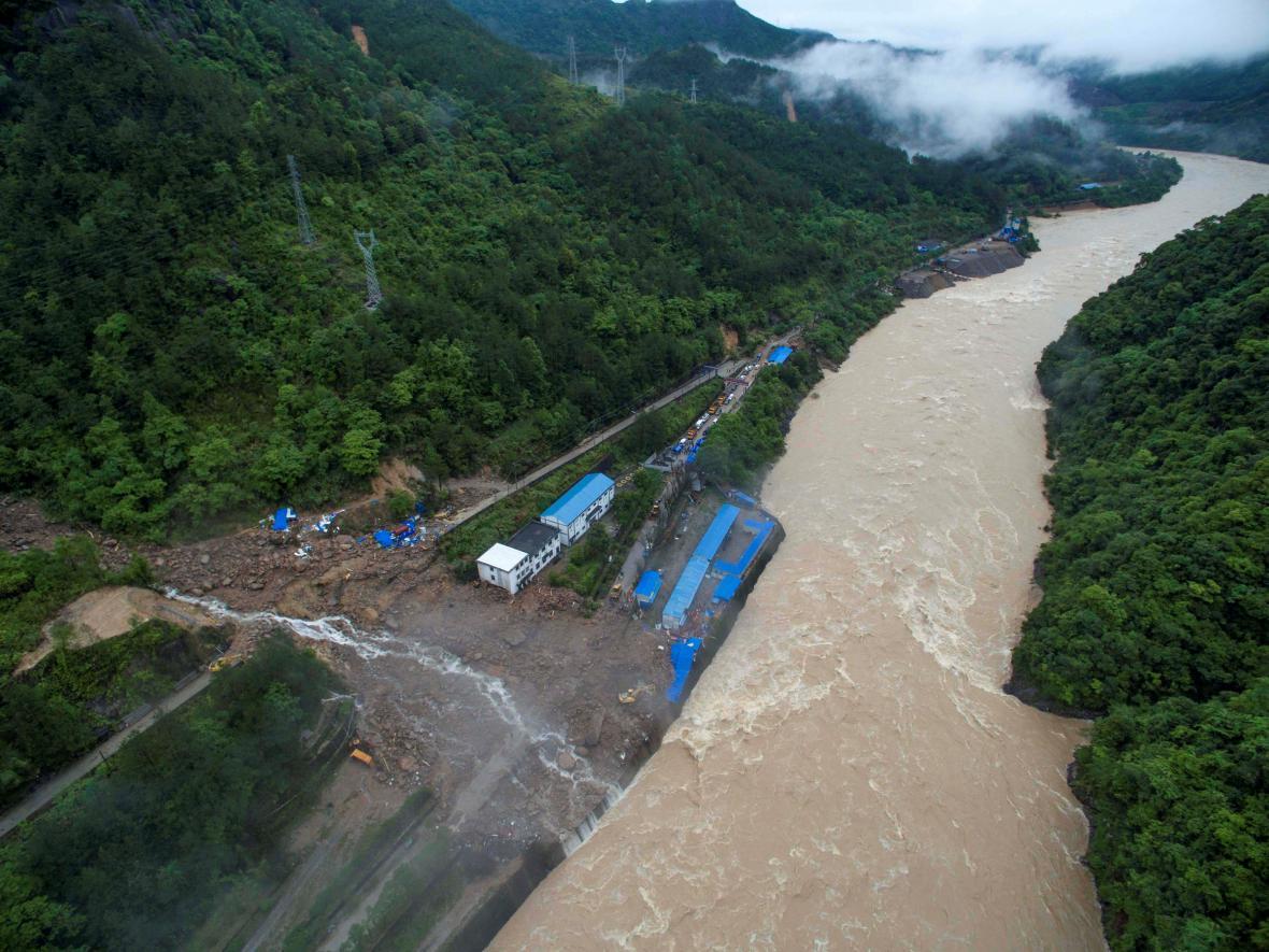 Sesuv půdy na staveništi čínské hydroelektrárny
