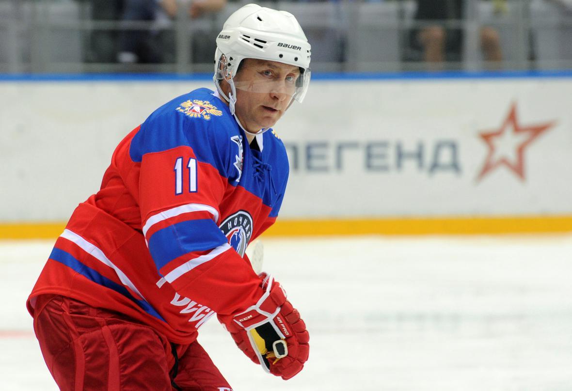Vladimir Putin si znovu zahrál hokej