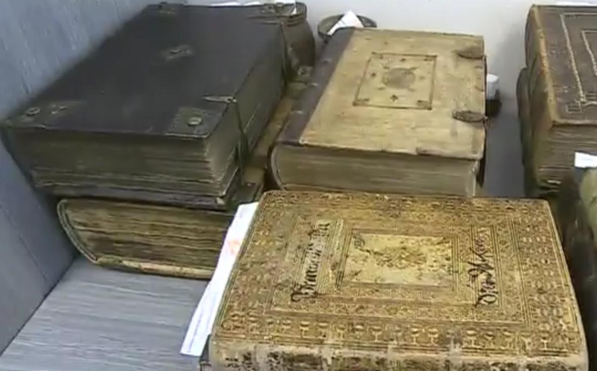 Policie objevila jen necelou polovinu vzácných tisků ukradených z fary ve Křtinách