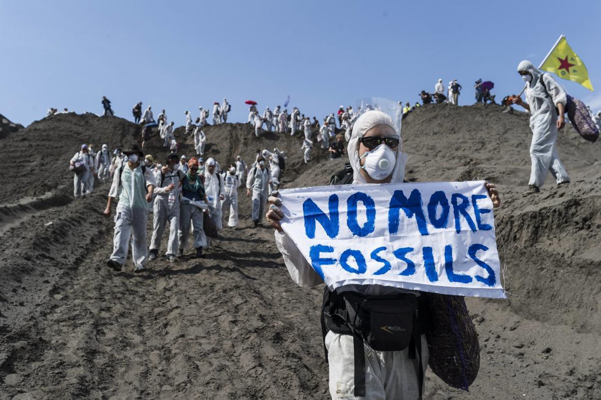 Ekologičtí aktivisté v Německu protestují proti výrobě energie v hnědouhelných elektrárnách