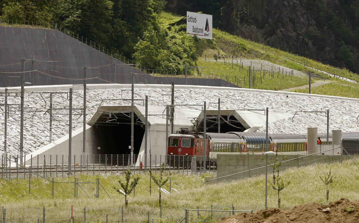 Švýcaři otevírají nejdelší tunel světa