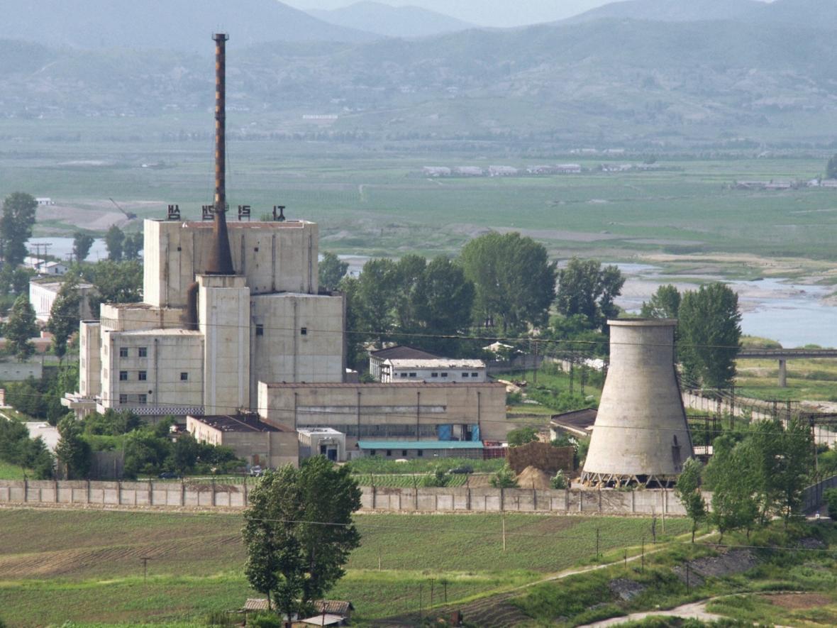 Severokorejské nukleární zařízení v Jongbjonu (foto z roku 2008)