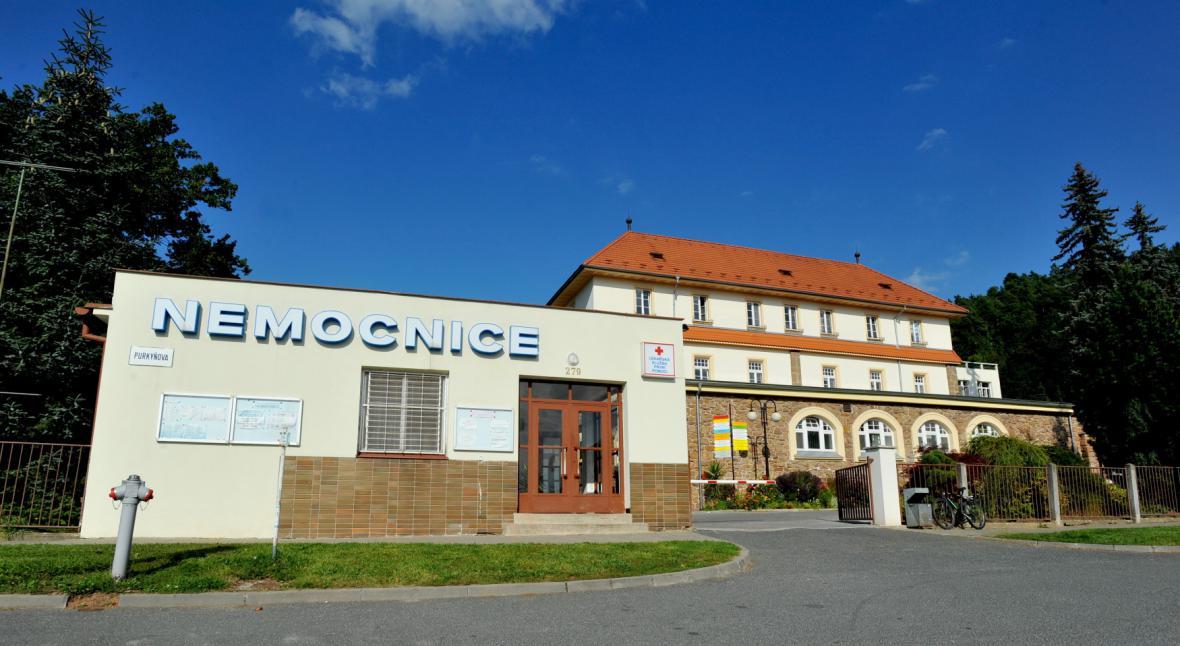 To, že budova nemocnice v Tišnově není památkou kraj překvapilo