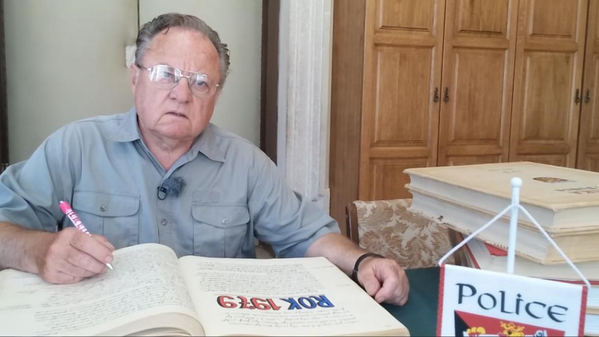 Josef Kalášek kroniku píše a vlastnoručně ilustruje téměř čtyřicet let