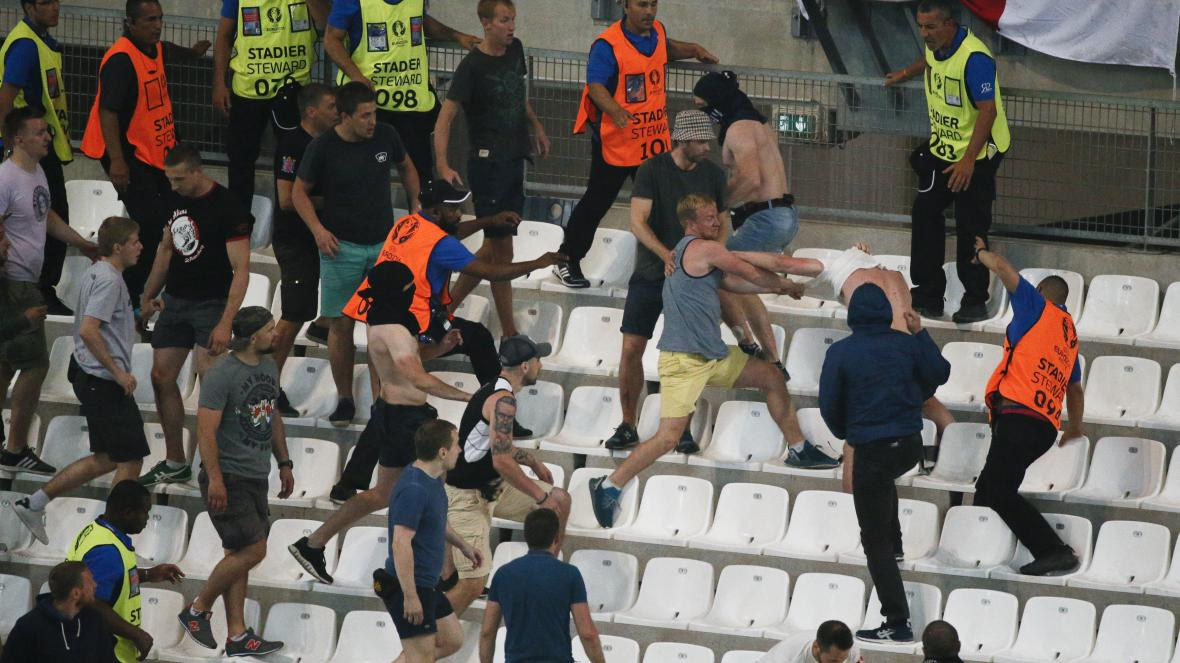 Potyčky na stadionu při fotbalovém zápasu Ruska s Anglií