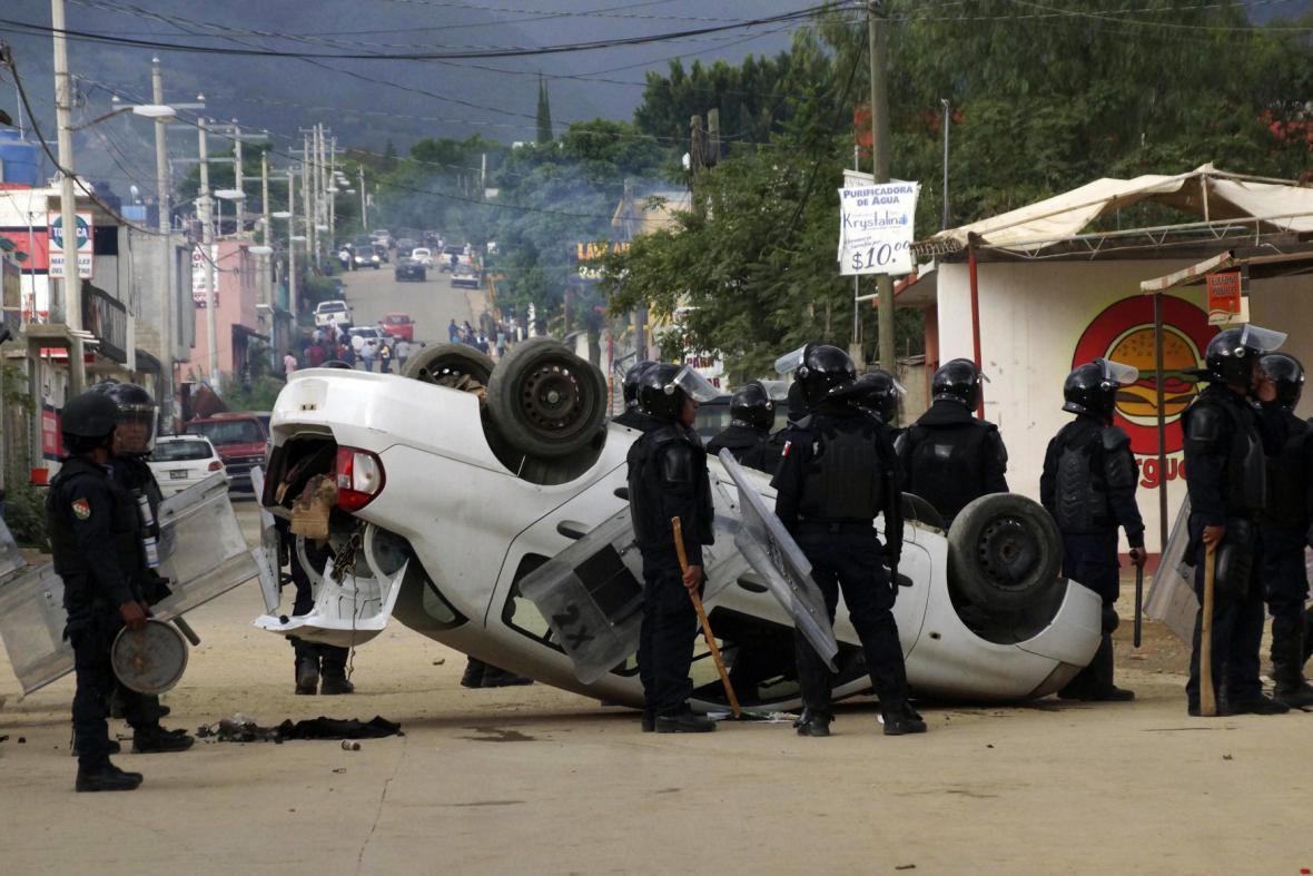 Střety odborářů s policisty