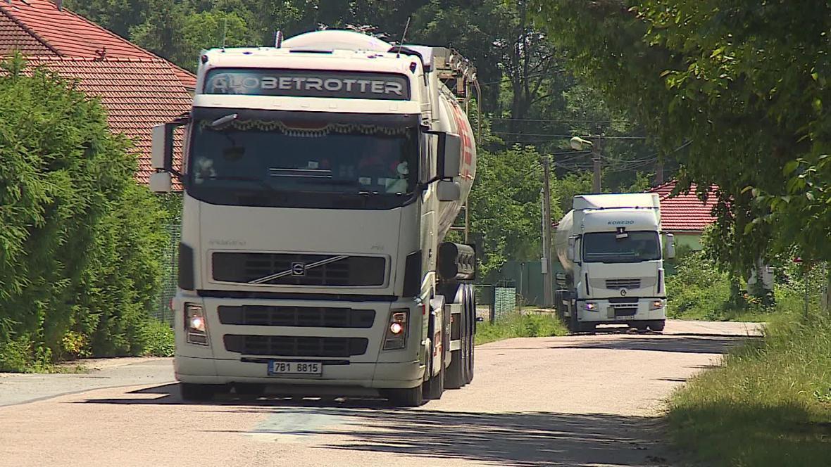 Vyškovem projede zhruba dvě stě kamionů denně