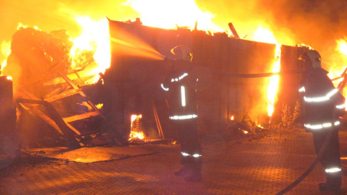Požár textilního skladu
