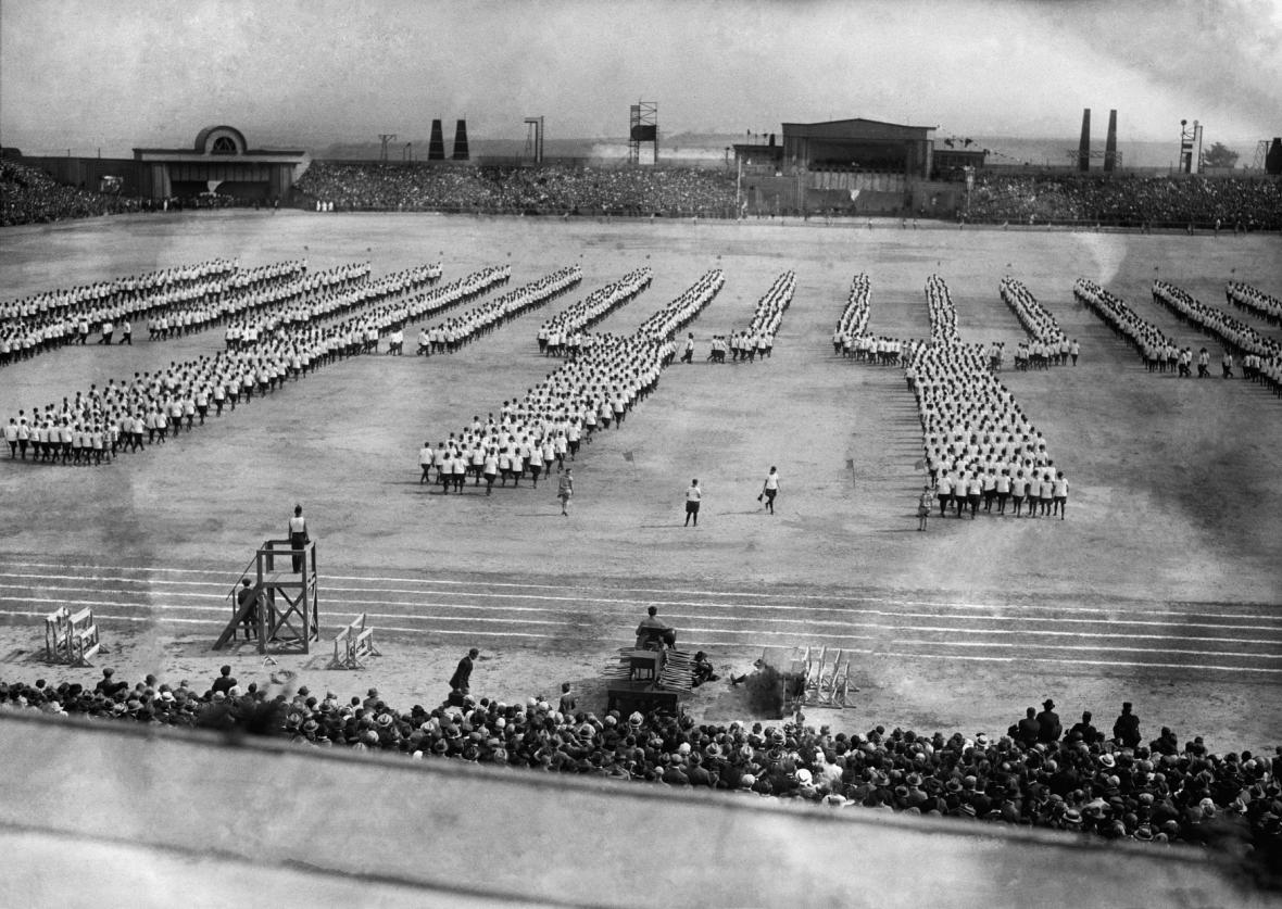 II.dělnická olympiáda v Praze 1927- cvičení dorostu na Strahově
