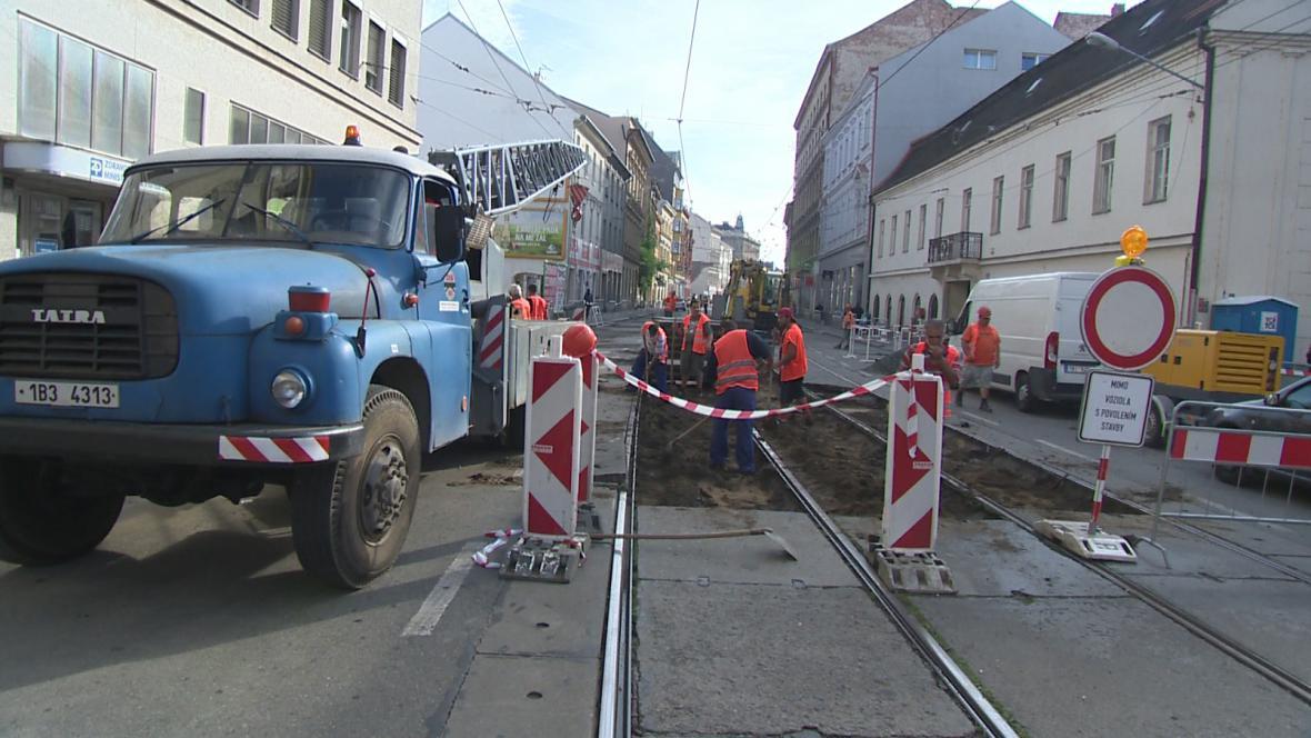 Oprava kolejového pásu v ulici Cejl v Brně