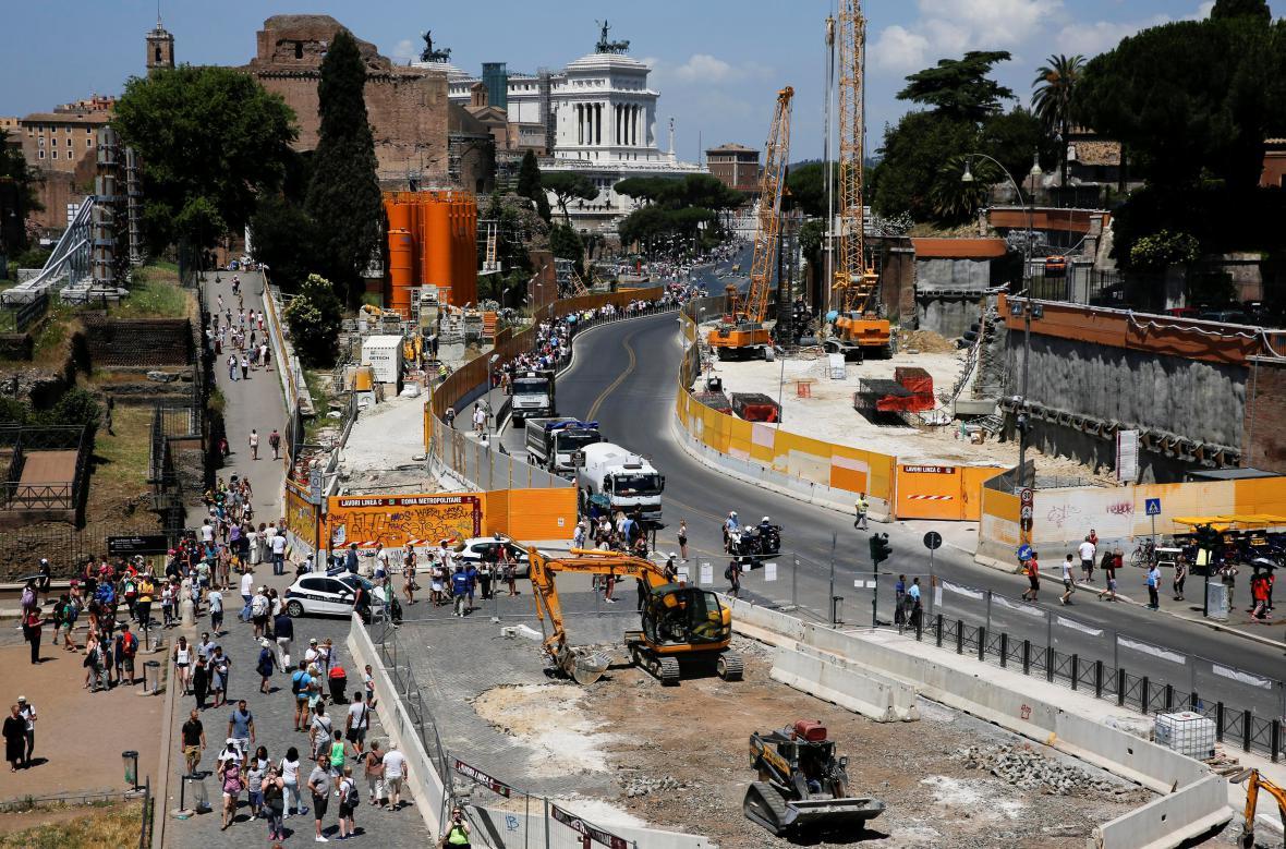 V bezprostřední blízkosti Kolosea probíhá stavba metra