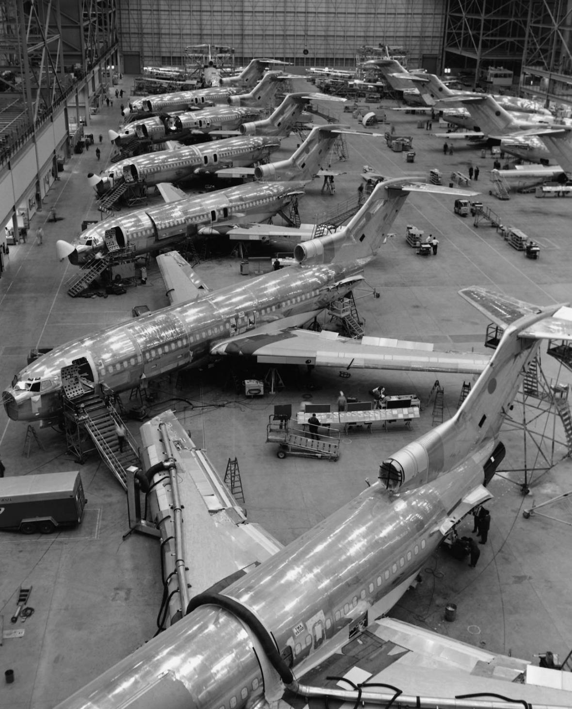 Boeing 100 let