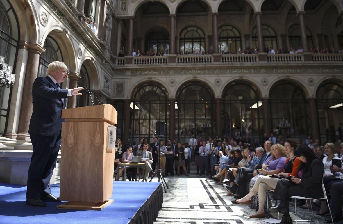 Boris Johnson v úvodním projevu k zaměstnancům britského Foreign Office
