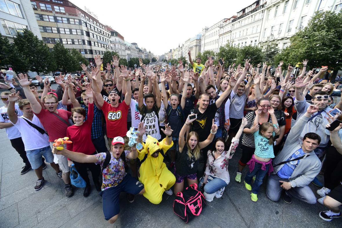 Lovci Pokémonů na Václavském náměstí