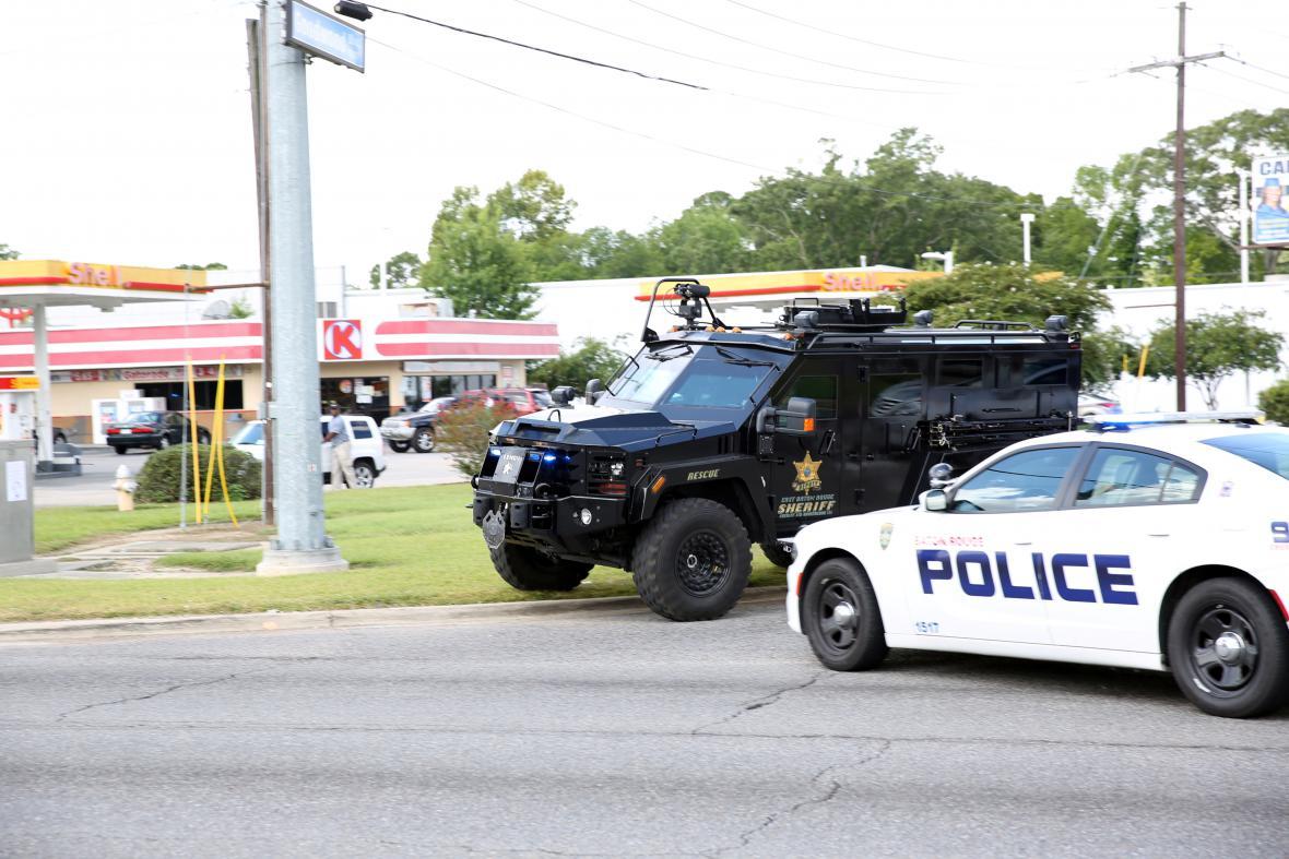 Policejní jednotky na místě incidentu v Baton Rouge