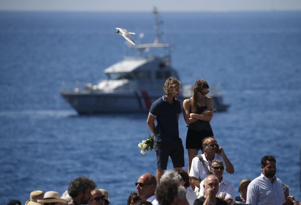 Dav uctil oběti v Nice minutou ticha