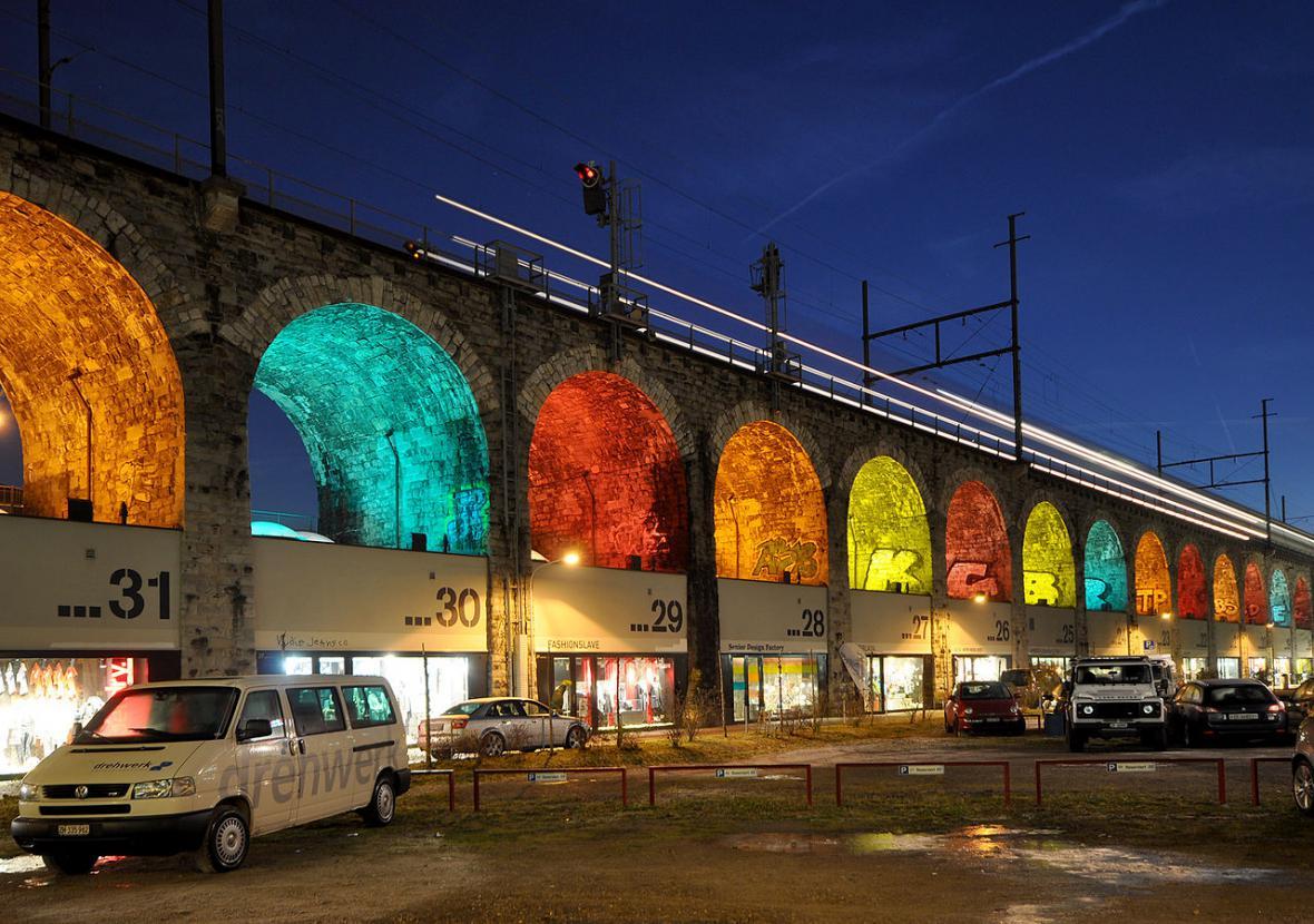 Negrelliho viadukt jako prostor pro setkávání, alternativa městského parku nebo náplavky bez řeky? Vyzkoušejte si právě v těchto dnech