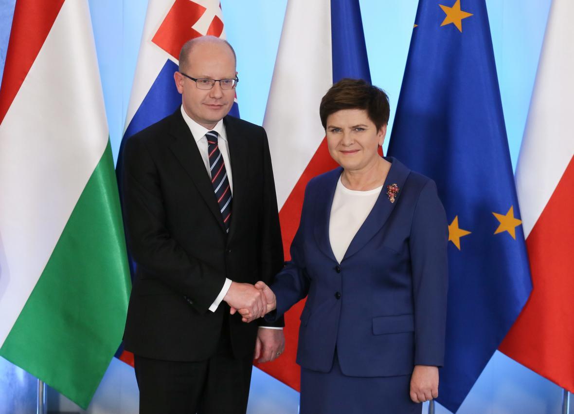 Bohuslav Sobotka a Beata Szydlová na jednání V4 ve Varšavě