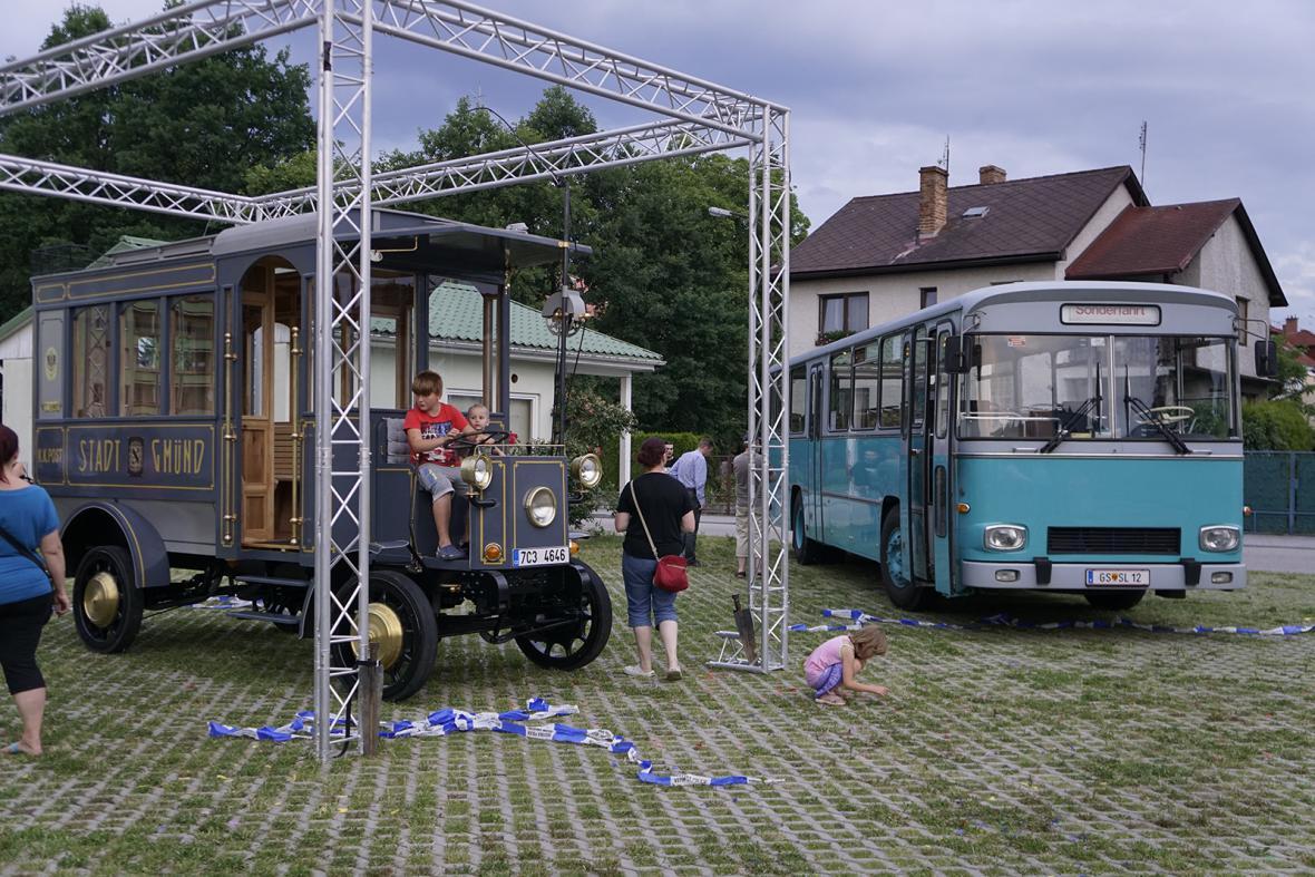 Pohraniční město České Velenice bylo prvním v Česku a jedním z prvních ve střední Evropě, kde jezdil na pravidelné lince elektrifikovaný trolejbus.