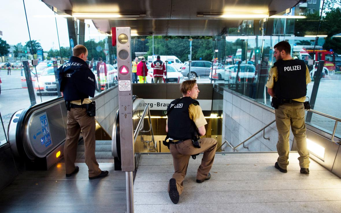 Policie stráží vstup do mnichovského metra